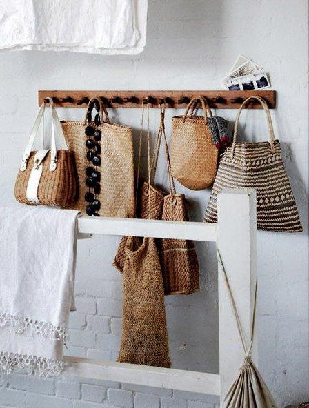 Ordena tus bolsos y si quieres decora con ellos mi for Perchero para carteras