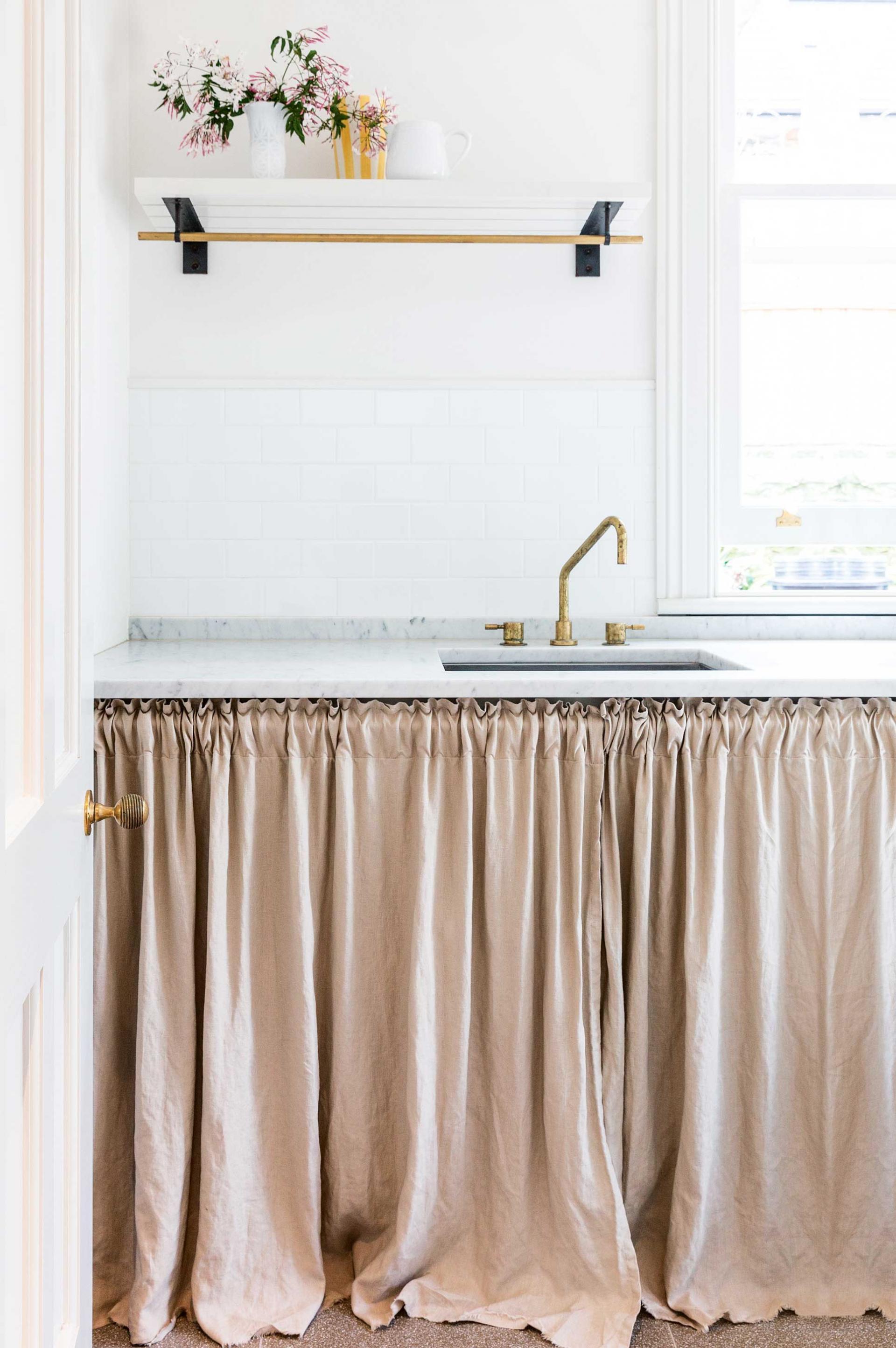 Cortinas bajo el fregadero mi casa no es de mu ecas for Como hacer cortinas para cocina