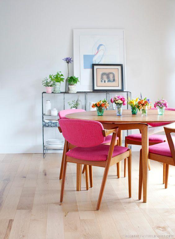 Sillas tapizadas de colores tendencia de verano mi casa for Sillas apilables tapizadas