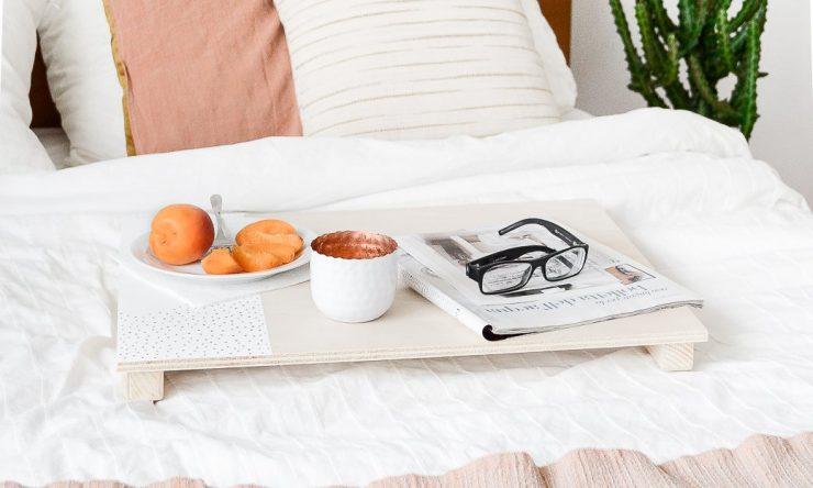 DIY bandeja para la cama 05