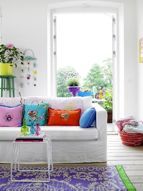 Salón con textiles bohemios