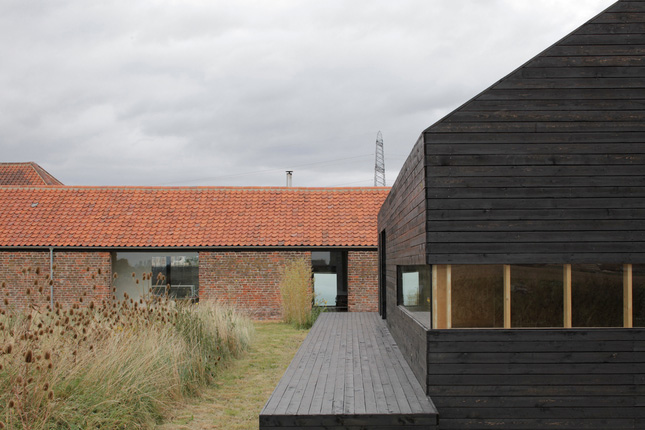 yellowtrace_Ochre-Barn-by-Carl-Turner-Architects_Norfolk-England_09