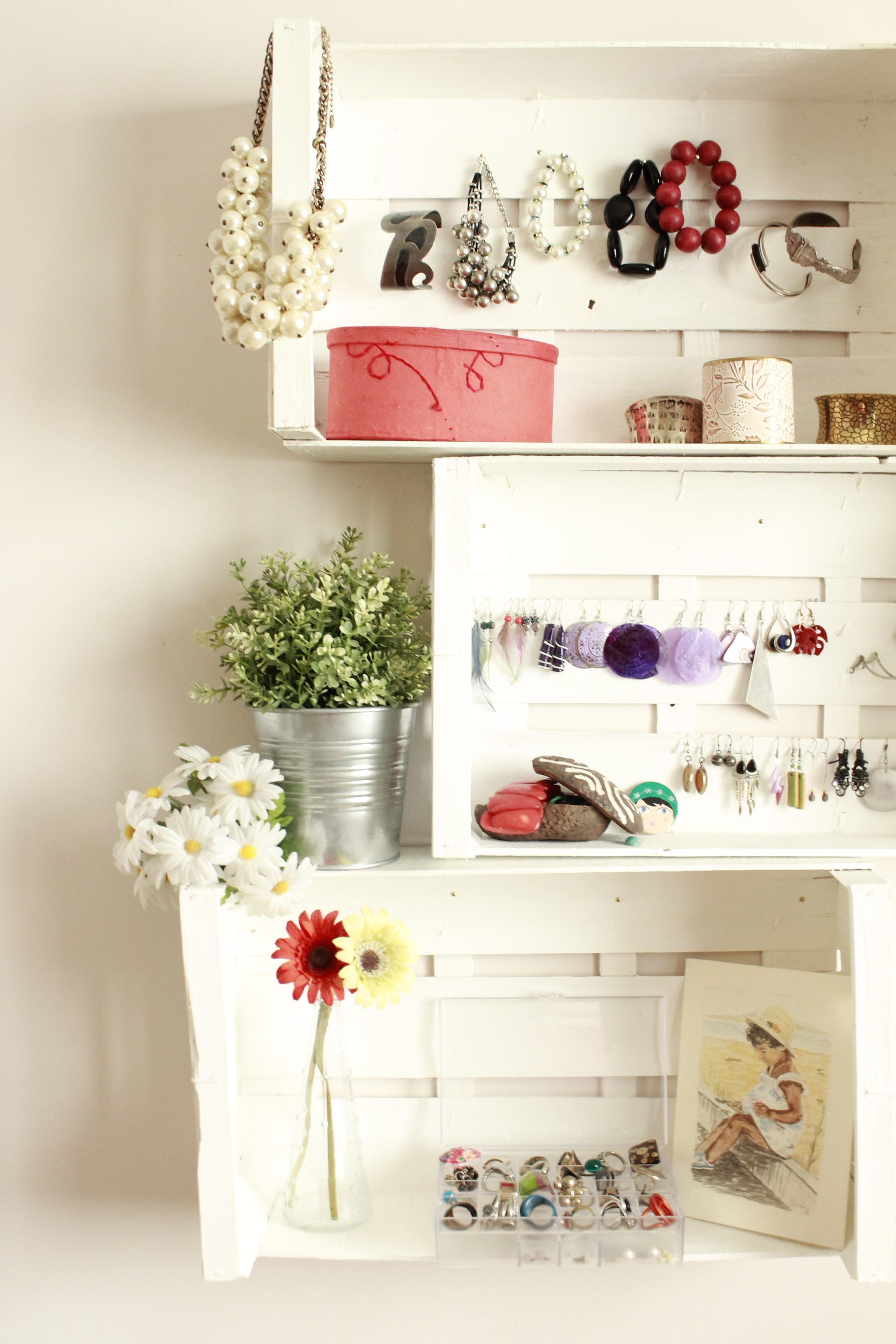 Mi estanter a hecha con cajas mi casa no es de mu ecas - Estanterias de pared infantiles ...