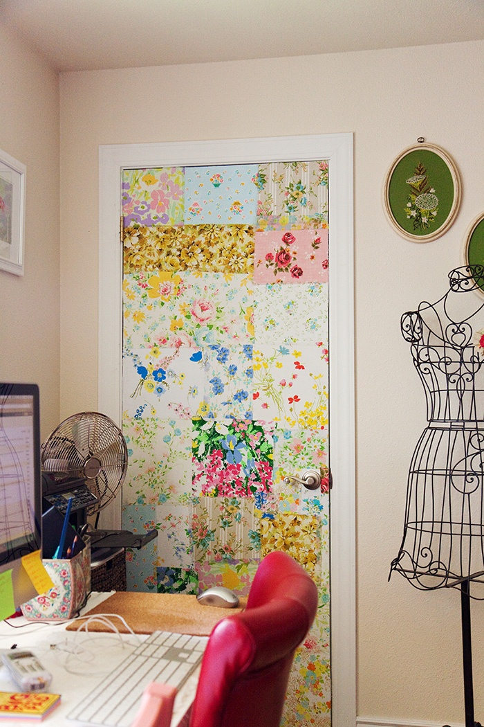 Foto puertas con papel pintado de maribel mart nez for Como empapelar puertas