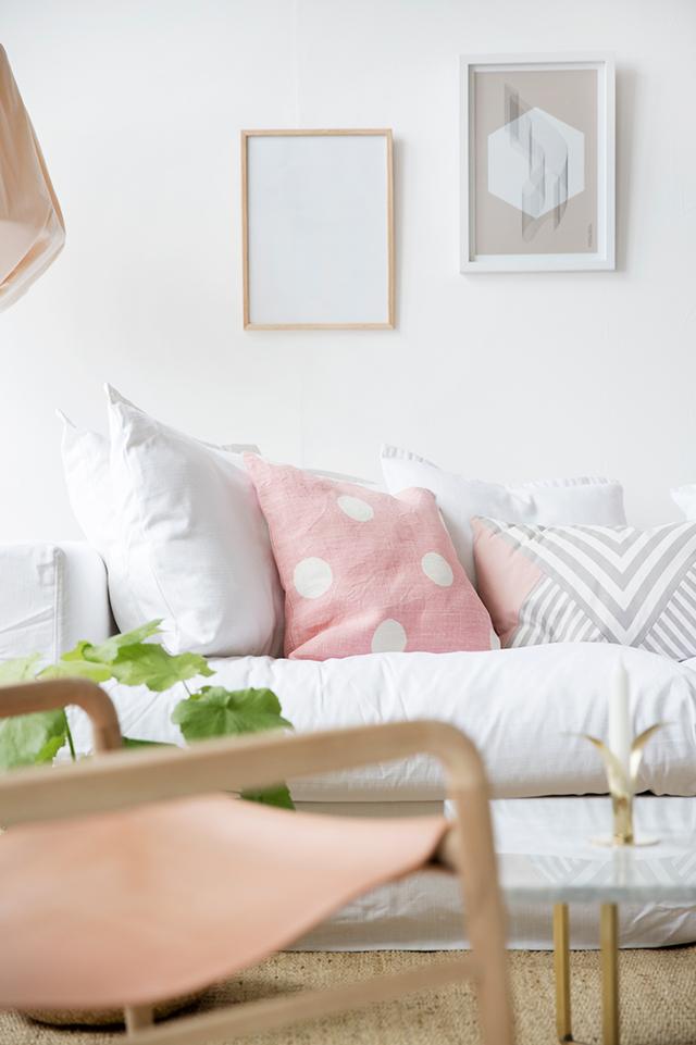 Salón en rosa y blanco 03