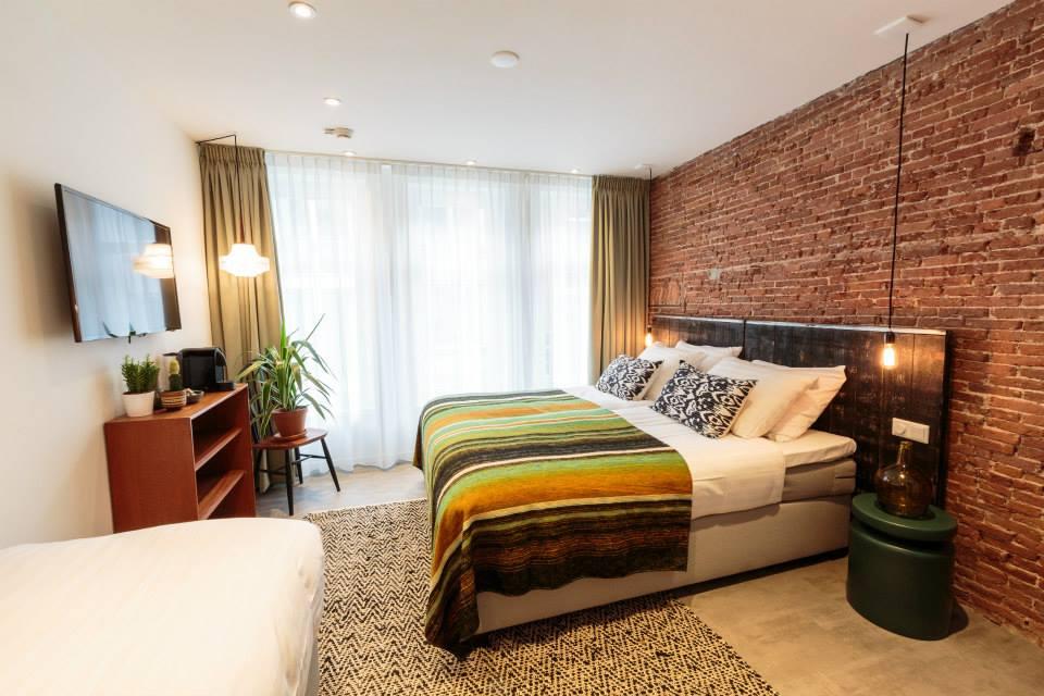 HOTEL DWARS IN AMSTERDAM 14
