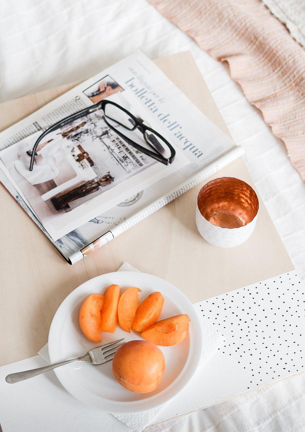 DIY bandeja para la cama 01